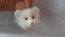 Брошь белый мышонок