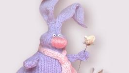 Влюбленный кролик, игрушка вязаная, интерьерная