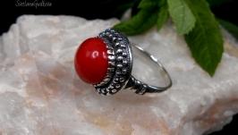 Серебряное кольцо с природным красным кораллом