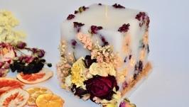 Неповторна свічка з цілими трояндами