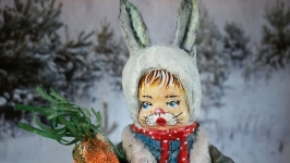 Ватная елочная игрушка ′Зайчишка-мальчишка′