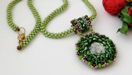 Жгут из бисера с кулоном «зелень» - украшение ручной работы