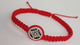 Плетеный браслет-оберег (красная нитка) ′Flower′