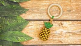 Прорезыватель-погремушка ананас на буковом кольце