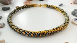 Желто-серое колье из бисера