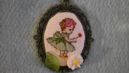 Кулон с микровышивкой ′Девочка с цветком′