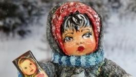 Іграшка новорічна ′Дівчинка з шоколадкою′