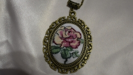 Кулон с микровышивкой ′Роза′