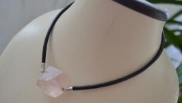 Чокер кожаный с необработанным розовым кварцем ′Горизонт′