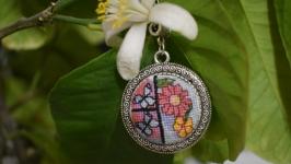 Кулон с микровышивкой ′Цветы и бабочки′