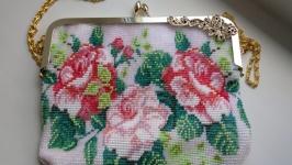 Бисерная сумочка для невесты вязанная.