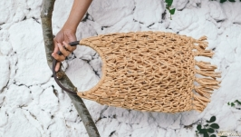 Recycled string bag with wooden handles