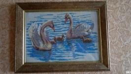 Картина «Лебеди» бисер