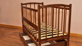 Кроватка деревянная маятник х шухляда - откидной бортик