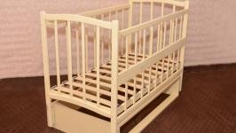 Кроватка деревянная маятник - откидной бортик