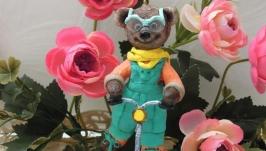 Елочная игрушка ′Медвежонок Макс на самокате′