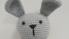 Вязаная игрушка заяц