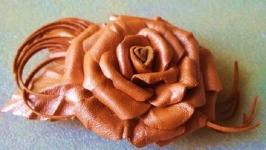 Брошь из кожи ′Золотая роза′