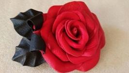 Брошь из кожи -красная роза