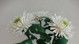 Букет белых хризантем из холодного фарфора. Ручная работа.