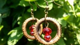 Деревянные серьги ′Кокетливые рубинчики′