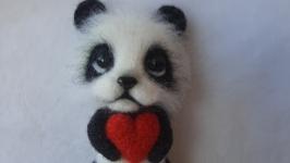 Панда сердечком