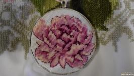 Кулон з мікровишивкою ′Рожевий піон′