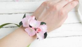 Браслет с цветами гортензии  Цветочный браслет  Бутоньерка на руку