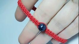 Плетеный браслет-оберег (красная нитка) ′BlueBead′