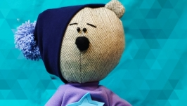 тут изображено Интрьерная игрушка Медведь