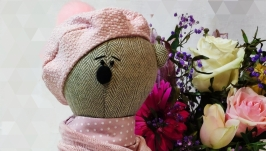 тут изображено Интрьерная игрушка Медведица