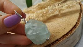 Кулон из необработанного зеленого флюорита на серебре ′Флюорит′