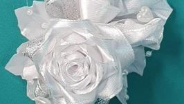 Бутоньерка Роза свадебная с жемчугом