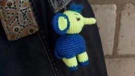 Игрушка слоник вязаная крючком, брелок на сумку или в авто