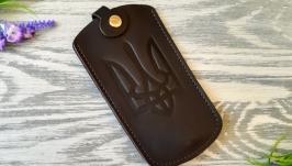 Кожаная ключница темно-коричневая мужская  для ключей с тиснением тризуб