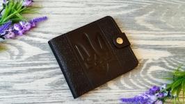 Темно-коричневый  кожаный кошелек мужской портмоне с тиснением тризуб