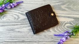 Коричневый маленький кожаный кошелек мужской портмоне  с тиснением лев