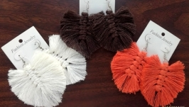 Серьги - макраме чисто белого, оранжевого и темно коричневого цветов