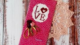 Открытка с вышивкой ′Love′