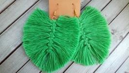 Серьги в технике макраме светло зеленого цвета
