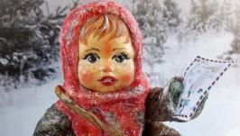 Іграшка новорічна ′Дівчинка поштарка′