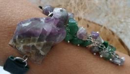 Браслет зеленый из кожи с необработанным флюоритом и аметистом ′Флора′