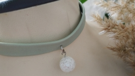 Кожаный чокер мятного цвета с снежным кварцем ′Сфера′