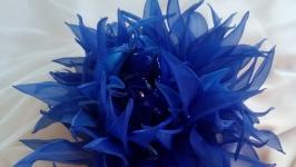 Брошь-цветок синяя хризантема.