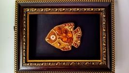 Брошь ′Янтарная рыбка′.