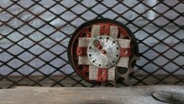 Брошь с циферблатом «Орден осеннего времени»