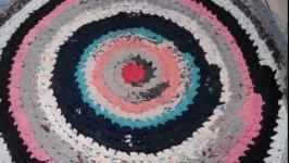 Вязаный коврик ручной работы