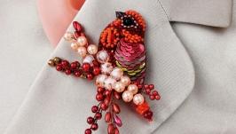 Красная брошь птица