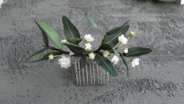 Гребень для волос с эвкалиптом и маленькими белыми цветами гипсофилы