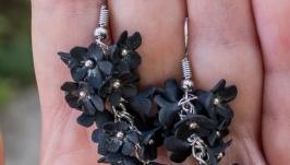 Серьги с черными цветами